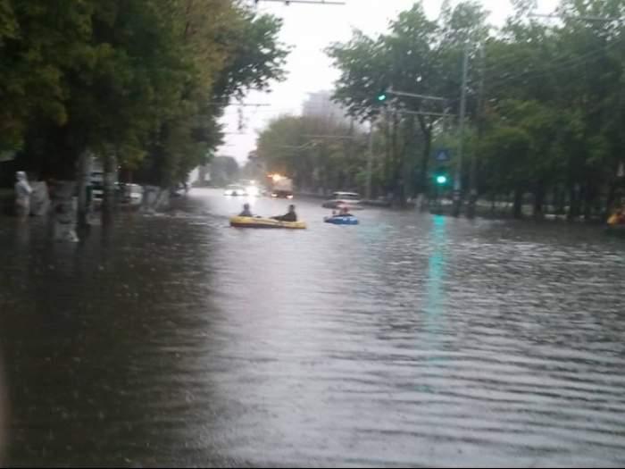Bârlădeni, pregătiţi-vă bărcile că vine potopul