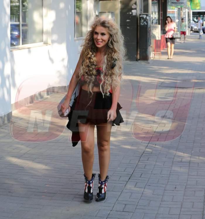 Corina Bud, sexy și pe stradă! FOTO