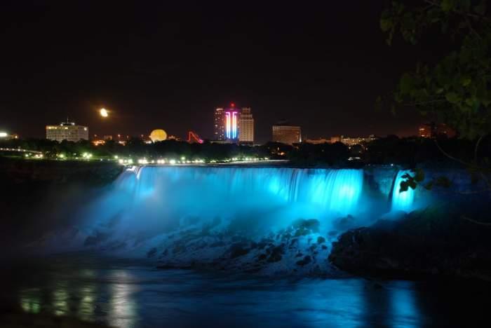Cascada Niagara va fi iluminată în albastru cu ocazia naşterii bebeluşului ducesei Kate şi prinţului William