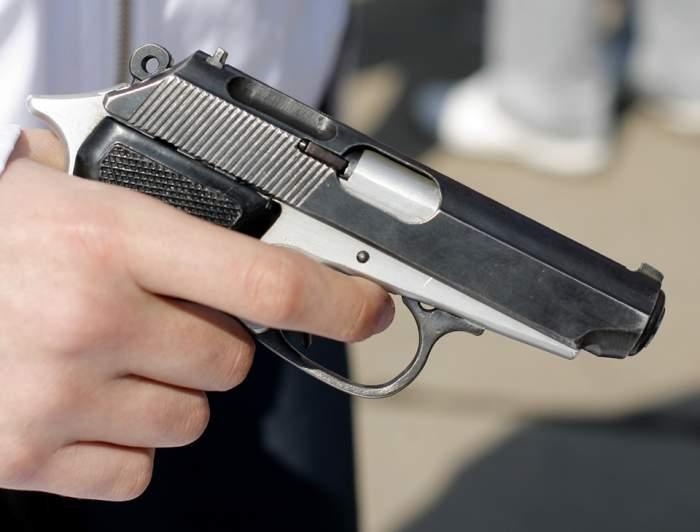 Incident tragic. Un bărbat s-a împuşcat în cap în incinta unei Grădini Publice din Bârlad