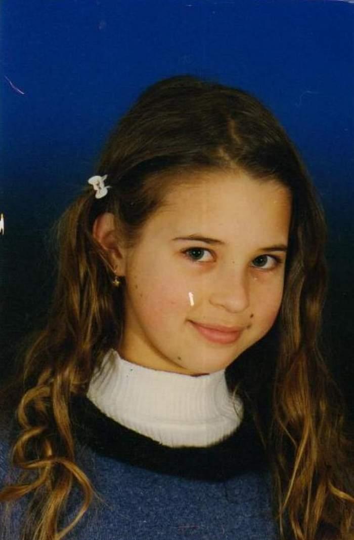 Punem pariu că nu ghiceşti cine este această fetiţă dulce / FOTO