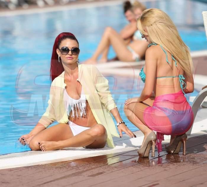 EXCLUSIV! Ana Maria Mocanu şi Denisa Biţă, atingeri interzise! Intră să vezi cum se răcoreau la piscină cele două bunăciuni! GALERIE Foto