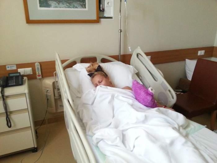 Uite primele imagini cu Lora pe patul de spital! / VIDEO