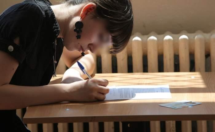 Nou scandal la BAC 2013! O elevă acuză că a fost dată afară din examen pentru că nu a dat şpagă