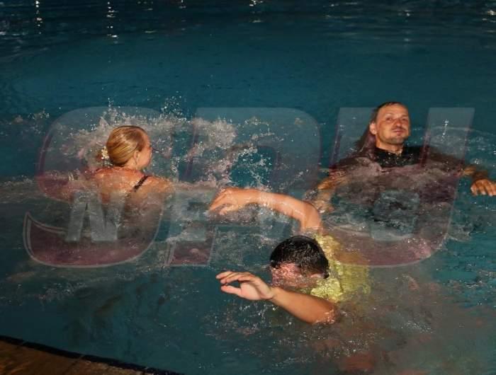 Dacă e o petrecere şi o piscină, cineva trebuie să ajungă în apă! Vezi cine a fost sexy-ghinionista