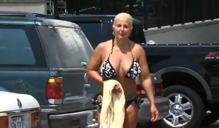 A fost dată afară de la piscină pentru că are sânii prea mari şi chiloţii prea mici! Uite cum arată costumul de baie care i-a cauzat umilinţa vieţii / Video