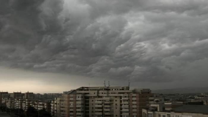 Atenţie vine vijelia! Cod portocaliu în Bucureşti şi Ilfov