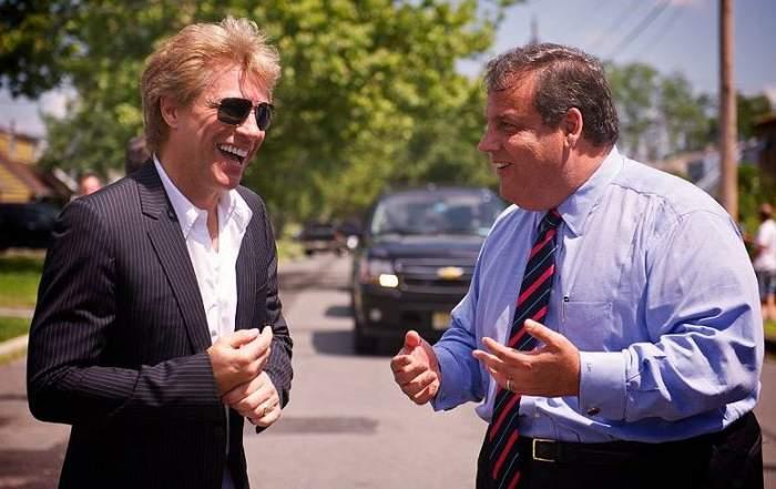 Nu o să îţi vină să crezi ce sumă colosală a donat Bon Jovi pentru ajutorarea victimelor uraganului Sandy!
