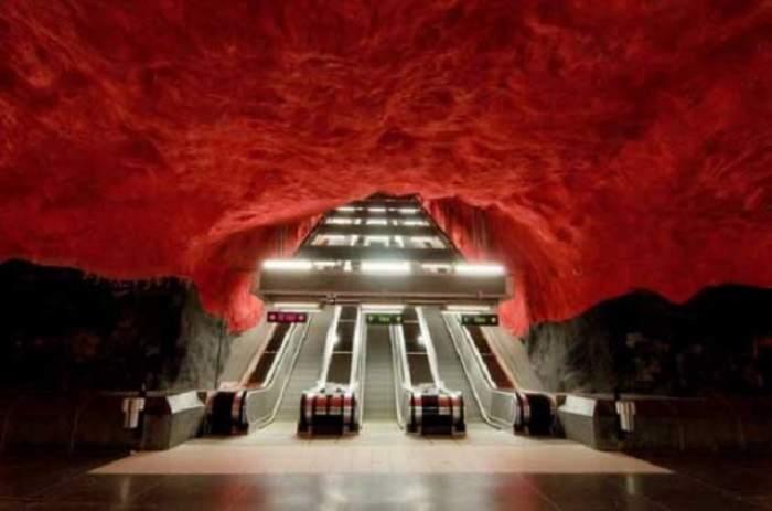 Toţi oamenii care circulă cu metroul trebuie să vadă asta! / FOTO