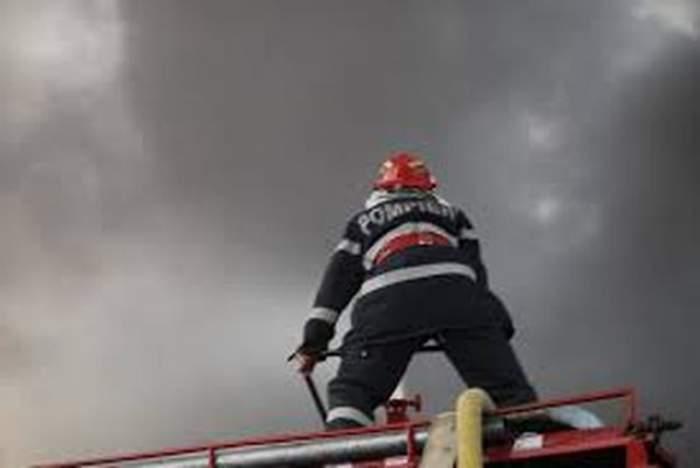 VIDEO Incendiu în Capitală! Şase autospeciale s-au luptat pentru a stinge focul