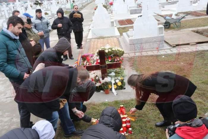 """VIDEO """"Îngerul din munţi"""" a izbucnit în plâns la înmormântarea Aurei Ion"""