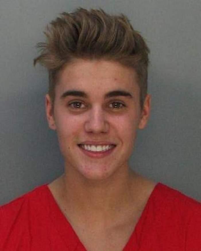 Justin Bieber şi-a denunţat propria mamă poliţiştilor pe motiv că îl aproviziona cu droguri