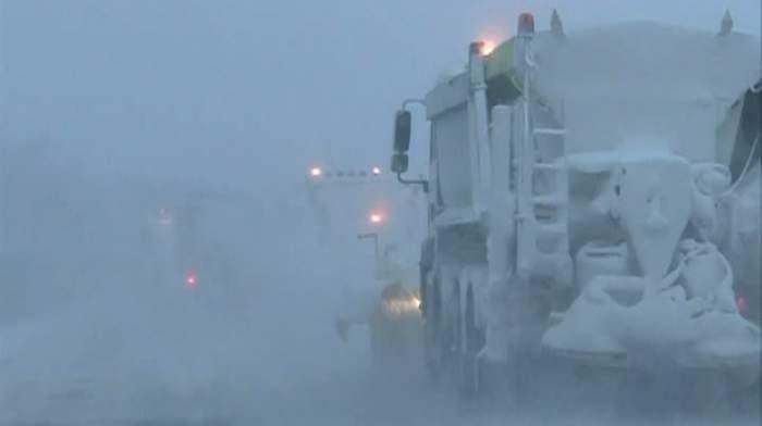 UPDATE România, paralizată de zăpadă! Drumuri închise, zboruri anulate şi trafic feroviar amânat