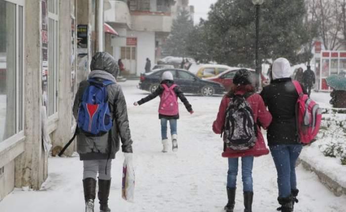 Şcolile din Bucureşti şi din 27 de judeţe vor fi închise luni şi marţi! Află dacă stai acasă!