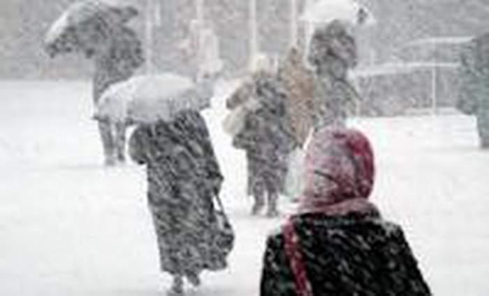 România sub nămeţi! Sute de persoane evacuate