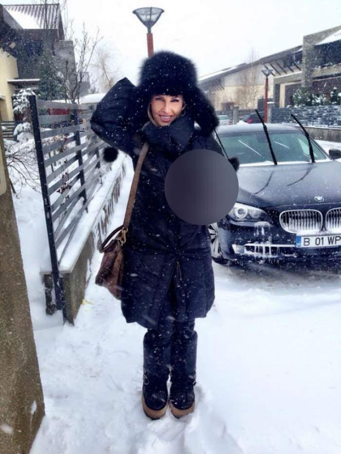 N-ai să crezi cu ce se încălzeşte Andreea Bănică! A luat aşa ceva cu ea, pe stradă, ca să nu simtă frigul