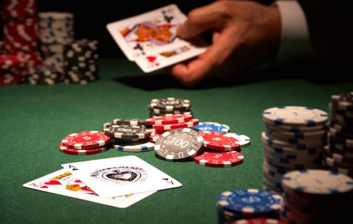 Guvernul României a dat liber la poker! Federaţia tună şi fulgeră