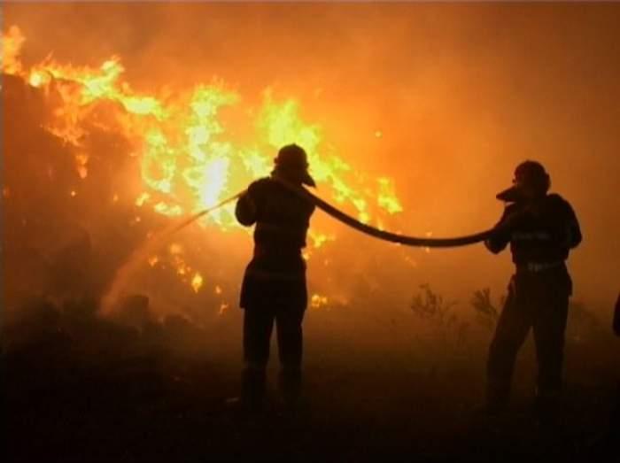 Incendiu de proporţii în Capitală! O clădire de birouri din Pipera a luat foc