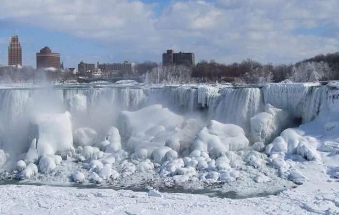 Incredibil, temperaturile extreme din Canada au înghețat Cascada Niagara! Vezi imaginile spectaculoase