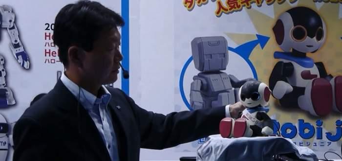 VIDEO/ A fost lansat un nou robot humanoid! Poate să poarte o conversație și să recunoască voci
