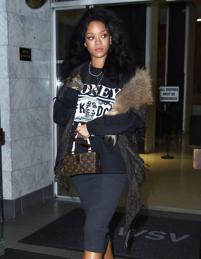 Rihanna, te-ai uitat în oglindă când ai ieşit din casă? Cântăreaţa, aşa cum nu ai mai văzut-o până acum