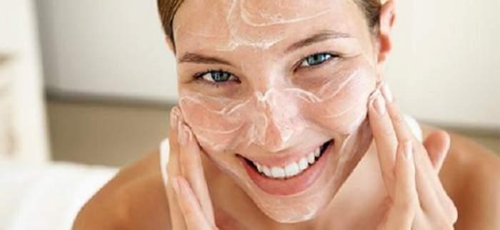 Ai grijă de pielea ta în sezonul rece! Recomandări pentru curăţarea şi hidratarea tenului
