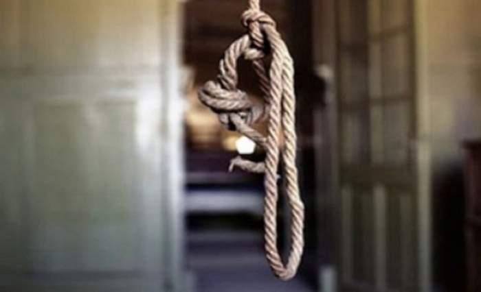 S-a întâmplat în Vaslui! Un băiat de 14 ani a fost găsit spânzurat cu şireturile de la încălţăminte