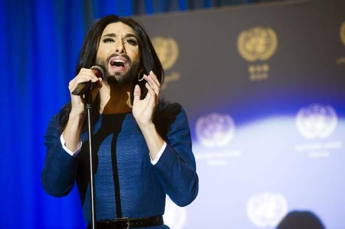 FOTO / Conchita Wurst a defilat cu tanga la vedere! Cum s-a afişat controversatul personaj transsexual, în cadrul unui eveniment