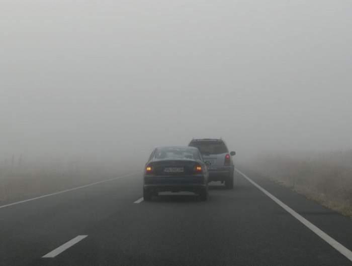 Atenţie, şoferi! Ceaţă densă pe mai multe drumuri din ţară
