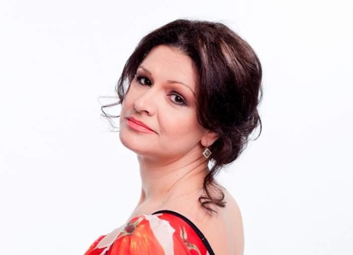 """Apariţie de senzaţie la """"Te cunosc de undeva""""! Maria Buză cântă îmbrăcată în costumul popular al Irinei Loghin"""