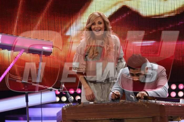 """Show cum nu o să mai vezi! Lora şi Connect-R cântă la ţambal pe scena """"Next Star"""""""