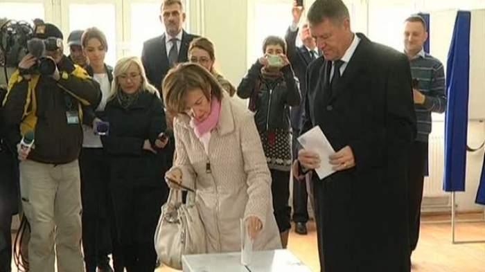 VIDEO / Primele declaraţii ale soţiei lui Klaus Iohannis, după ce a ajuns PRIMA DOAMNĂ! Ce surpriză de proporţii a avut azi dimineaţă