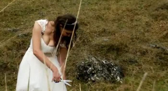 FOTO / Rita Mureşan şi-a rupt rochia de mireasă şi a lăsat la vedere ceea ce doar mirele ar trebui să vadă