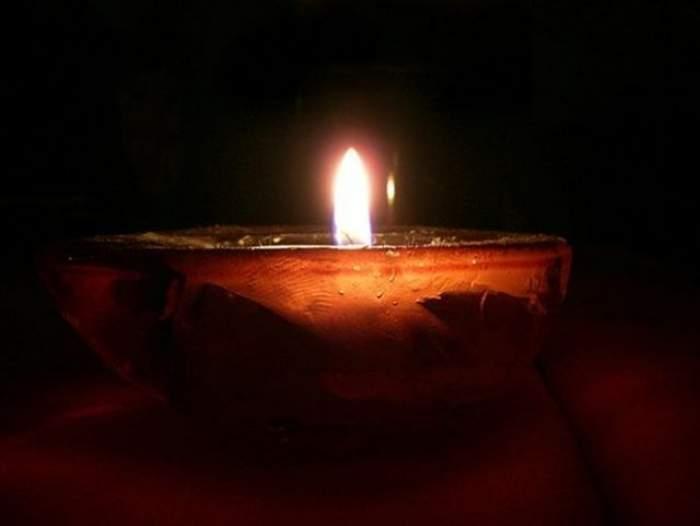 Cum se face o candelă acasă? Un preot îţi arată pas cu pas