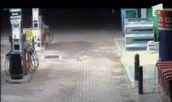 Jaf ca-n filme într-o benzinărie din România! Patru indivizi cu cagule au furat 22.000 de lei