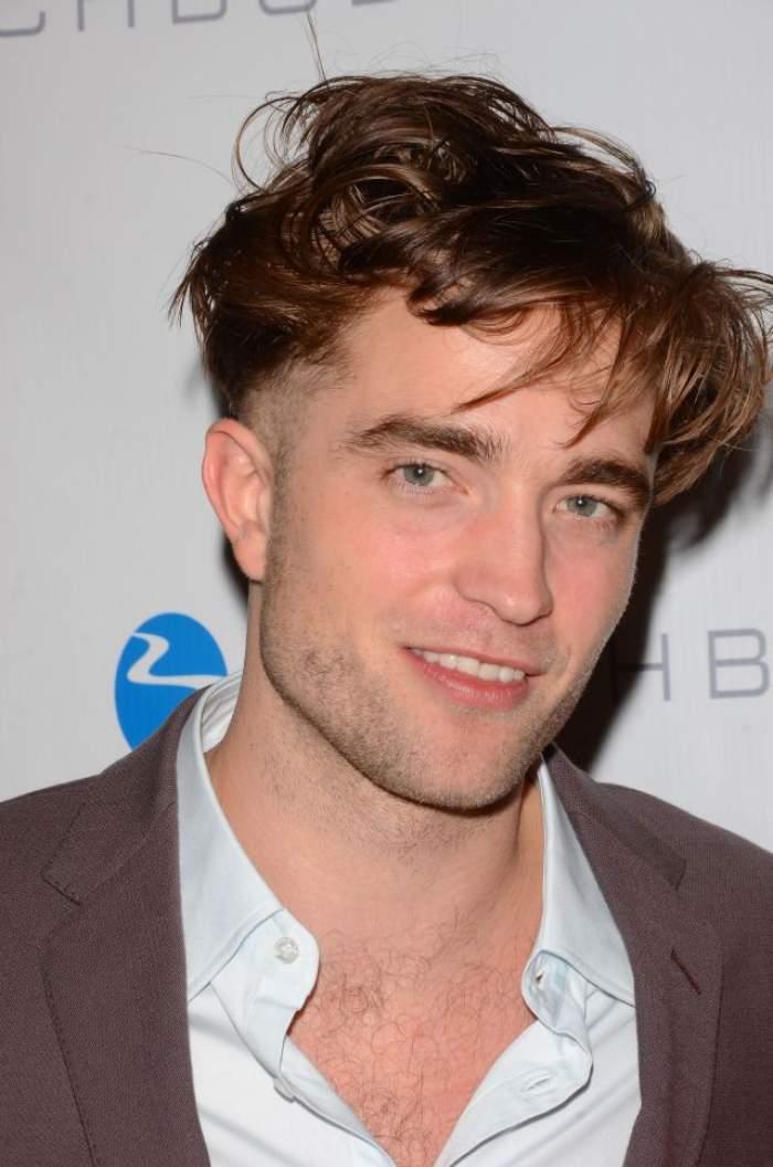 Robert Pattinson, atingeri interzise în public! Ce i-a făcut iubitei sale de faţă cu toată lumea