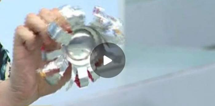 VIDEO / Ingenios! Cum să faci ornamente de Crăciun din doze de suc