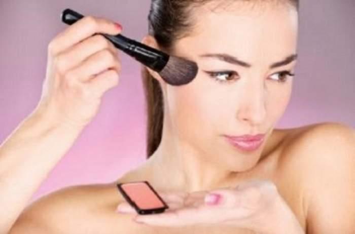 Cum îţi poţi schimba forma feţei cu ajutorul unei pudre de culoare mai închisă? Iată câteva trucuri utile