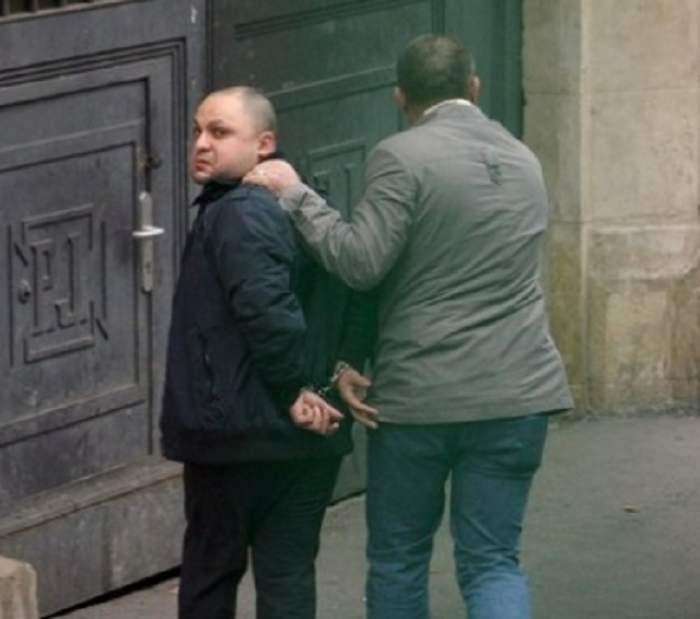 Cum este umilit în puşcărie pistolarul din Militari care a lăsat o tânără fără un ochi!