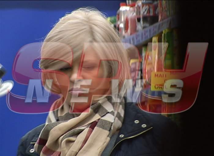 Clipe cumplite pentru Sanda Ladoşi într-un supermarket! Cântăreaţa a fost hărţuită de o femeie!
