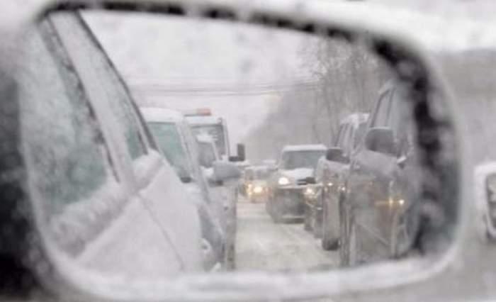 Vremea rea a făcut pagube considerabile în mai multe judeţe ale ţării! Doi oameni au murit şi mai multe drumuri sunt inchise
