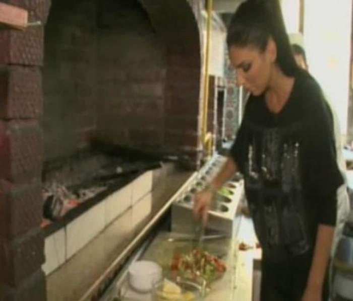 Andreea Tonciu se apucă de gătit specialităţi turceşti! Cum arată bărbatul care i-a luat minţile brunetei