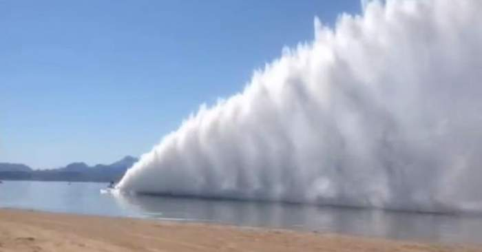 VIDEO incredibil! Cursa spectaculoasă a unor bărci care ating peste 400 de km/h