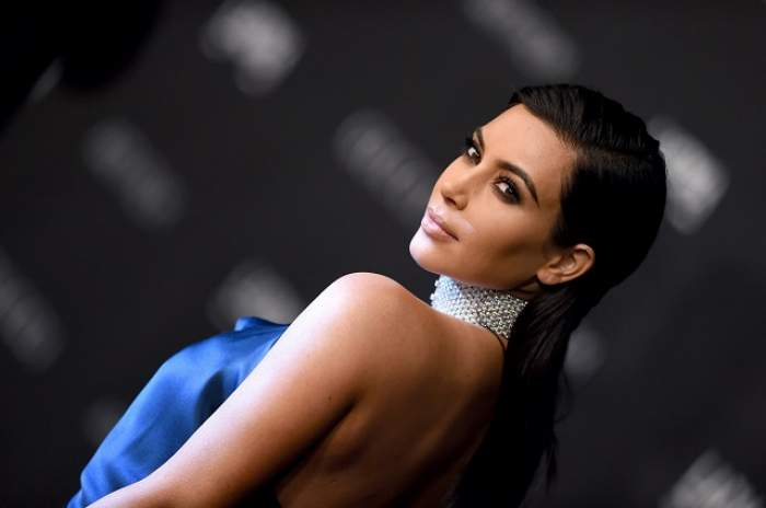 Moda o împinge la gesturi extreme! Kim Kardashian a renunţat la sprâncene