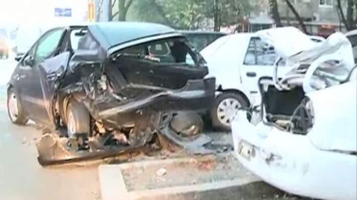ULTIMĂ ORĂ! Accident teribil în Capitală! Nouă maşini au fost făcute praf