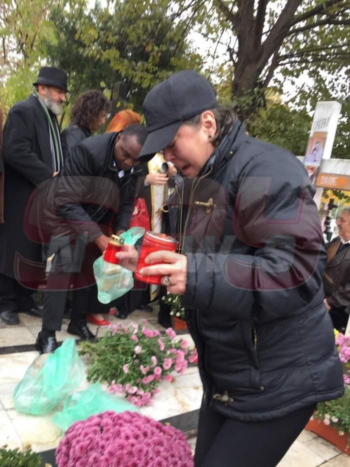 VIDEO / Văduva a ajuns la cimitir! Anca Pandrea, distrusă de durere la crucea lui Iurie Darie!