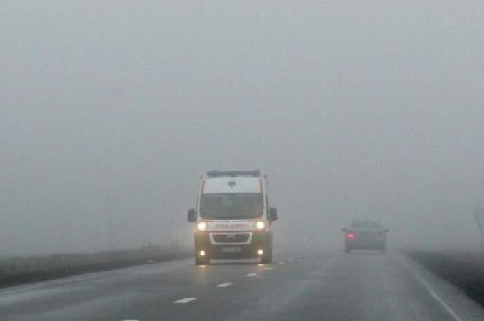 Ceaţa a mai făcut o victimă! Un copil este în stare critică după ce a căzut cu bicicleta într-o râpă
