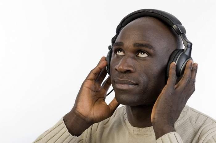 VIDEO / Spune-mi ce muzică asculţi, ca să-ţi spun ce probleme ai în viaţă! Cum sunt cei cărora le plac manelele sau house-ul