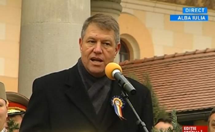 VIDEO / Klaus Iohannis a fost primit cu pâine, sare şi pălincă la Alba Iulia! Mesajul transmis de noul preşedinte, tuturor românilor