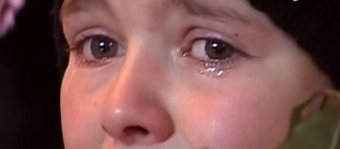 VIDEO / Mama şi un copilaş de trei ani au pierit în flăcări! Oamenii cu suflet au sărit în ajutorul familiei disperate!